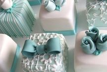 BAKING SHEETS - MINI CAKES / by Nora Mahmood