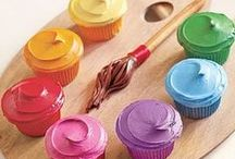 cake decorating inspiration / Visual feast of decorated cakes, and cupcakes, plus 'how to' and other relevant information like quantity, themed occasions and colours.
