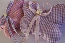 υφασμάτινες μπομπονιέρες μαξιλαράκια- fabric favors / http://tokoutaki.blogspot.gr/