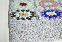 crochet stołek