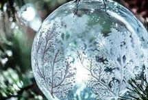 Boules et cadeaux de Noël