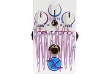 Keeley Effects Pedals / With Keeley effects pedals, you can sculpt and manipulate your tone like some of today's top guitarists. Based out of Edmond, Oklahoma, Robert Keeley started his company by modifying existing effects pedals, bringing out the best of many regular production line pedals produced by bigger effects brands. With a lineup of effects that now spans from boosts to distortions and reverbs to envelope filters, Keeley brings their time-tested dedication to excellence to all aspects of your tonal quest.