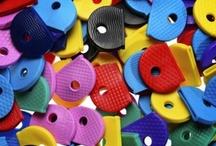 Accessori  / All'interno di questa sezione troverete tutti gli accessori Keyline legati al mondo delle chiavi. Da semplici portachiavi e copritesta per riconoscere velocemente le vostre chiavi alle soluzioni d'arredo proposte da Keyline per ottimizzare gli spazi dei punti vendita.
