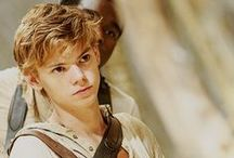 Thomas Brodie-Sangster / WHAT?!!