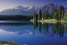Canada / Canada is een ontzettend populaire camper bestemming. De hoge besneeuwde bergtoppen, groene wildernis en veel wildlife maken Canada een schitterende bestemming om te ontdekken per camper.