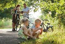 Meimaand Fietsmaand 2016 / De maand mei is een ideale maand om lekker op pad te gaan op de fiets. De natuur staat in bloei, als je een beetje geluk hebt schijnt er een lekker lentezonnetje en door feestdagen als Hemelvaartsdag en Pinksteren heb je lekker veel tijd voor fietstochtjes. Het enige wat je nog nodig hebt is een mooie fietsroute. Samen met de VVV organiseert route.nl de Meimaand Fietsmaand met 31 prachtige routetips en één live Event. Zoek een route uit en fietsen maar!