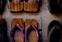 下駄 Geta / Questa bacheca e` dedicata ai 下駄 geta, i tradizionali sandali giapponesi dalla suola rialzata da due tasselli di legno. Sono la tipica calzatura utilizzata in abbinamento con indumenti tradizionali quali il kimono o lo yukata, anche se ultimamente si e` iniziato a sperimentare vari stili abbinando i sandali geta ad abiti moderni di foggia occidentale.  Questa bacheca presentera` la bellezza e l`intelligente praticita` di questi sandali.