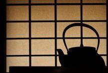 障子 Shooji / Questa bacheca e` dedicata ad uno degli elementi chiave dell`arredamento tradizionale giapponese: gli 障子 shooji, ossia le porte scorrevoli.  Ammiratene, assieme a me, la bellezza, dagli stili piu` classici a quelli rivisti in chiave piu` contemporanea.