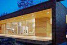 Plushuvilat- ja talot / Plushuvilamallisto on suunniteltu sopivaksi pohjoiseen luontoon. Pelkistetty ja puhdas muotokieli, toimivat pohjaratkaisut sekä laajat lasipinnat ovat skandinaavista muotoilua parhaimmillaan. Malliston arkkitehtisuunnittelusta vastaa Plusarkkitehdit. Tutustu ja ihastu!