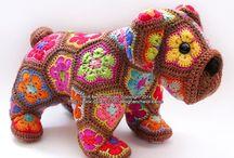 """Crochet African Flowers... / """"Knuffels"""" gemaakt van gehaakte Afrikaanse bloemen"""