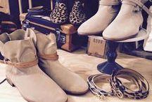 Bottines ♥ / BOTTINES worden met de hand gemaakt met het beste leer- en suedesoorten uit Frankrijk. Er wordt zoveel mogelijk gewerkt met plantaardige looistoffen; gemaakt van de schors van de kastanje, eik en rozemarijn. Het is een 100% Frans product. Exclusief bij #LeMaraisDeux #Maastricht #Shoes #Handmade #Jekerkwartier #Bottines