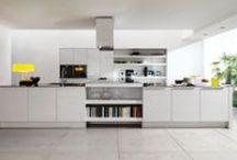 Cozinhas / Projetos de cozinhas | O coração da casa, sempre cabe mais um. | Dizem que a cozinha é o coração da casa, onde a família debate, sonha e planeja a vida. Que tal criar este ambiente de forma inteligente e sob medida?