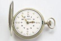 Invulgar Relógio para Cegos, Tavannes ca.1920 / Oportunidade de adquirir um raro Tavannes, reconhecida marca Suiça!! Trata-se de um relógio com 5.1 cm de diâmetro, tamanho grande, e é sem dúvida uma peça no mínimo invulgar, pois foi feita especialmente para invisuais.