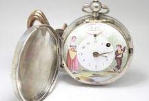 Grande Coq Soret à Genéve com Pintura,ca .1750 / Muito antigo e raro relógio Suiço, da reconhecida Família Soret à Genéve Trata-se de um relógio grande, o que o torna ainda mais invulgar, pois mede cerca de 5.5 cm de diâmetro.