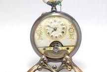 Procurado Relógio Balanço Visível, Corda de 8 Dias, Patenteado ,ca.1910 / Relógio em ouro de 18k, com contrastes Franceses ca 1920! Trata-se de uma peça que mede 4.6 cm de diâmetro, e apresenta-se num excelente estado geral.