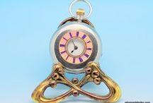 Belo Relógio Esmalte Rosa e Prata Quase Pura, ca 1910 / Bela peça de relojoaria Suíça, ca,1910. Trata-se de um relógio que mede 3.5 cm de diâmetro, modelo denominado caçador.