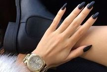 All Black Everything / Black nails, black lips, black jeans - A classic colour that's slimming, sultry, and matches pretty much everything! #blackoutfit #allblackeverything