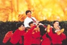 Ensino/ Educación / Películas centradas no mundo do ensino, na educación dos nenos, rapaces ou adultos por parte de profesores, ou ben as protagonizadas por profesores/ maestros e os seus alumnos. Tamén teñen cabida algunhas obras que reflexionan sobre a insuficiencia da educación na sociedade ou mesmo sobre a aprendizaxe fóra do ámbito académico