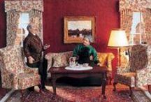 """Chippendale, Thomas Chippendale! / Möbel-Bausätze im Maßstab 1:12. Unser Gentlemen hat nicht das Kino geprägt """"Bond, James Bond!"""", aber definitiv den englischen und europäischen Möbelstil! Das 18. Jahrhundert war die Blütezeit des europäischen Möbelbaues. Die Arbeiten der Werkstatt von Thomas Chippendale (1718 - 1779) entstanden in der Regierungszeit von George II. und George III. Er umfasst die Stile des Rokoko und des beginnenden Klassizismus, Formen der Gotik sind ebenfalls zu finden."""