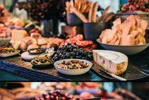 Lemmen Troudag <3 / Gooi 'n paar pragtige idees.  Offwhite; champagne; winter bessie cranberry; hout alles; donker grys groen; bietjie koper as a touch of glamour.   Kos wyn en 'lemmen' troukoek!