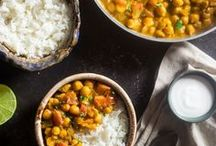 RECIPE: Warm Soups, Chilis, Curries, and Bowls / A compilation of our favourite soups, chilis and one pot meals. Follow this board to find your favourite bowl.