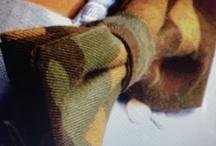 The Private Label / THE PRIVATE LABEL Dal desiderio personale di recuperare elementi di qualità e stile è nata l'etichetta THE PRIVATE LABEL, 100% Made in Italy e affidata in tutto il suo sviluppo alle sapienti mani di artigiani/e di casa nostra, che grazie alla propria accertata amorevole professionalità danno vita a veri e propri capolavori capaci di emozionare. Il Capitolo I è rappresentato dalla cosiddetta GALLA o cravattino, farfallino,farfalla, papillon dir si voglia. La galla è un indumento maschile