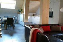L'Arclosan / Joli appartement mansardé dans une ferme rénovée à 5 minutes du Lac d'Annecy et de ses premières plages. Très bel endroit, idéal pour découvrir Annecy et ses environs ainsi que les montagnes et leurs stations de ski.  Séjour-cuisine, 2 chambres, 1 mezzanine avec sa salle de bains complète, 1 autre salle de bain, 1 WC. Équipé de lave-vaisselle, lave-linge, télévision, internet.