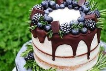 Naked wedding cakes to drool over / Naked wedding cakes are unfrosted cakes – perfect for rustic weddings. Top them with berries, fruit, flowers, garlands and succulents. Beautiful to look at, and beautiful to eat!