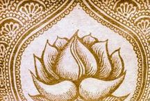 Henna Designs / Henna is an age old art form and has been used in many cultures to  decorate the skin as well as fabrics and other materials. At Yogi, we appreciate this beautiful tradition and decorate our packaging with inspiring henna designs.