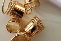 J E W E L S / Jewellery I'm loving x   Statement | Black & Gold | Studs | Chains | Leather |