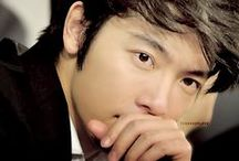 Lee Donghae 이동해  ♥Fishy Prince♥  Birthday: 1986/10/15 Height: 175cm Weight: 60kg Blood type: A / Lee Dong-hae (Hangul: 이동해; Hanja: 李東海) Nombre real: 이동해 Lee Donghae Nombre artístico: 동해 Donghae Nombre en Chino: 東海 Dong Hai  Hobbies: bailar, deporte, mirar películas. Birth name: Lee Donghae Religion: Christian Position: Sub vocal, rapper Instruments: Piano, guitar Occupations: Singer, dancer, actor Twitter: @donghae851015 Hobbies: Dancing, exercising, singing, watching movies Random fact: Known as the second best dancer in Super Junior, after Hyuk.  / by •♥•.¸¸.•♥•Adriw Paixao•♥•.¸¸.•♥•