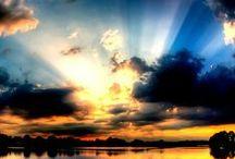 Sky ! /    Touch The Sky - Hillsong Meu coração batendo / Minha alma respirando / Eu encontrei minha vida quando a prostrei / Em queda para cima / Espírito elevando / Eu toco o céu quando os meus joelhos tocam o chão / Me encontro aqui de joelhos novamente / Com tudo o que sou, estou buscando / Eu me rendo ...