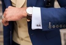//Suit up / Vom klassischen Business-Look bis hin zum Stilbruch mit sportlichen Sneakern. Anzüge gibt es in verschiedensten Passformen und Farben. Mit modischen Accessoires, wie Krawatte, Manschettenknöpfe & Co., ist der Style komplett!