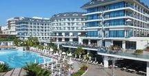 Commodore Elite Suite & Spa / Luxusní hotel Commodore Elite Suite & Spa na Turecké riviéře je špičkový moderní resort. Vyznačuje se zejména nadstandartními službami, jedinečnou gastronomií a skutečností, že je to hotel pouze pro dospělé.