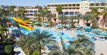 Le Pacha / Hotel Le Pacha je přímo v srdci Hurghady. Velmi oblíben pro jeho polohu a příjemnou atmosféru. Má menší moc hezkou pláž s jemným pískem a přístavem. Hotel, skládající se z několika třípatrových bloků, je v pěkné zahradě s bazény. Strava velmi chutná.