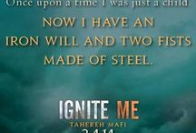 Shatter Me/Unravel Me/Ignite Me - Taheri Mafi / The amazing series by taheri Mafi, quite possibly my favourite series