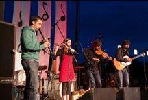 Les Round'Baleurs / Les Round'Baleurs - Bal Folk / Fest Noz Après 4 années de bals et la sortie du cd « Cherchez l'aiguille » en 2009, les Round'Baleurs se mettent désormais en 4 pour vous faire bouger des orteils jusqu'aux oreilles ! Camille Philippe (guitare), Lucie Périer (flûte), Nicolas Gicquel (clarinette) et Benoît Volant (violon), inspirés par les musiques d'Irlande, de Bretagne et du Centre-France, mêlent thèmes traditionnels et compositions dans un bal éclectique et énergique pour le plaisir des danseurs.