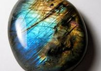 Labradorite Jewelry / Magical jewelry made with rainbow colours of the labradorite stone.
