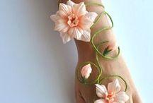 Kwiaty, motyle, kokardy