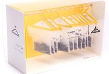 Hanger tea / Hanger tea est un produit avec un packaging conceptuel créé par Soon Mo Kang en 2010. Le packaging représente des sachets de thé accrochés grâce à un cintre dans une penderie. Ce cintre permet aussi au sachet de thé de tenir dans la tasse et présente donc une facilité d'utilisation évidente. De plus, l'originalité du packaging serait un vrai atout si le produit était commercialisé lui conférant une vrai différence sur les autre packaging de thé.