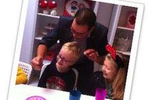 Goocheltrucs Leren / Hier vind je een paar leuke trucs.  Wil je ook leren goochelen, dan kan je goochelaar Charly ook boeken voor een workshop goochelen!  Kijk voor meer info op: http://dereizendegoochelaar.nl/workshop-goochelen/