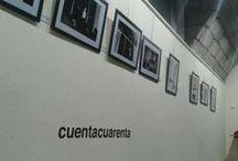 Exposición de Fotografía Cuentacuarenta - 2014 / Cuentacuarenta y la Fundación Caja de Ávila colaboran en la exposición de fotografía de Cuentacuarenta. En ella se muestran 31 fotografías de los 9 fotógrafos que colaboraron en 2013, junto a una proyección audiovisual que recoge el trabajo de todos ellos. Una buena manera de rememorar lo que pasó el año pasado y de introducir lo que pasará éste. Del 3 al 29 de marzo de 2014, en el Palacio los Serrano de Ávila.