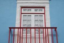 Janelas de Angra / As múltiplas cores e formas das extraordinárias janelas e portas da cidade de Angra do Heroísmo
