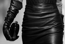 LADY IN LEATHER / The #Woman who loves #Leather, loves CHIC style. Looking good, looking good. A reflection of #beauty. Now, this is #fashion at its finest.