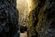 La Febró / La Febró es troba al bell mig de les muntanyes de Prades, a la vall alta del riu de Siurana, enmig d'una natura impressionant i envoltada d'una gran tranquil·litat. Són de visita obligada els avencs i els gorgs, situats a la part muntanyosa davant del poble.