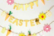 Oster Deko / Hier findet ihr alles zum Thema Ostern. Ob Geschirr für den Ostertisch, Dekoration für die Osterfeier mit der Familie oder süße Tüten für die Ostergeschenke wir haben viele Ideen für euch zusammengestellt.