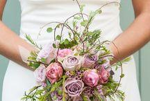 Hochzeitsblumen - Brautstrauss - wedding flowers / Hier gibt es wunderbare Brautsträuße und blumige Ideen für eure Hochzeit. Ob in der Kirche, als Tischdeko, für eure Gartenhochzeit, der Brautstrauss oder für das Candybuffet wir haben viele Inspirationen für euch zusammengetragen.