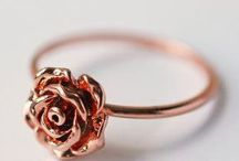 Wow, those are rings... and they are rings that are rose gold / Sister and I suddenly fell in love with rose gold jewellery. So naturally we made a Pinterest board about it.
