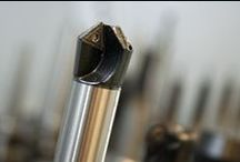 Werkzeugbau Formenbau / Impressionen aus der Fertigung im Werkzeug- und Formenbau. Fräsen, Erodieren, Messen und Roboter #industrie40