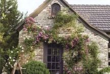 COTTAGES AND TINY HOUSES / Small, sometimes old houses